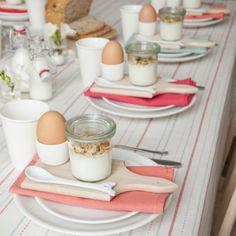 Schöne und natürliche Tischdeko zu Ostern. Noch mehr Ideen gibt es auf www.Spaaz.de