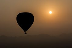🎈🎈Take to the skies of #burma in our small exclusive balloons and exprience.... Enjoy stunning Balloon ride over view and see floating life 🎈🎈 #photo Stefano Ravall #fly #balloons #sunset #ig_photooftheday #picoftheday #moodygrams #instatravel #travelgram #travel #travelling #travelblogger #instalike #instagood #nat #like4like #follow #ff #wanderlust #trip #roadtrip #adventure #lifeofadventure #traveller #amazing #shoot #lifestyle #traveladdict  #hhoang