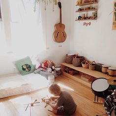 Montessori low to the ground shelves. Great montessori room for the after toddler stage. Montessori Toddler Bedroom, Boy Toddler Bedroom, Montessori Room, Baby Bedroom, Boy Room, Kids Bedroom, Kids Rooms, Kids Room Organization, Kid Spaces