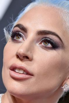 lady gaga at the golden globes gaga golden globes red carpet makeup celeb celebrity celebritycloseup Divas, Lady Gaga Pictures, Women Of Rock, Dull Hair, A Star Is Born, Blush, Female Singers, Celebrity Photos, Eye Liner