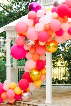 Kimberly and William's outdoor nuptials featured a vibrant balloon display.  Photo: @marycostaphoto Balloon Display, Balloon Backdrop, Balloon Garland, Balloon Decorations, Wedding Decorations, Green Wedding Shoes, Wedding Colors, Retro Wedding Inspiration, Orange Balloons