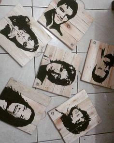 Nossos ídolos nas telas #rock #stencil #acrilico #pallet #wood #instart #art #campograndems #sustentabilidade by milla_artes http://ift.tt/1qNs8Yj