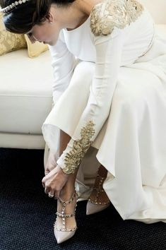 66 Ideas Valentino Bridal Shoes White Dress For 2019 White Bridal Shoes, White Wedding Dresses, Bridal Dresses, Wedding Gowns, Prom Dresses, Valentino Bridal, Valentino Heels, Gold Dress, White Dress