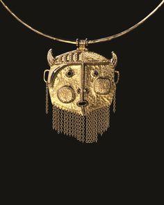Tapio Wirkkala'Pirun pää' (Devil's head) pendant, model no. formed, cut, piereced and applied precious metal. Produced to order by Nils Westerback, Finland. Urban Jewelry, Modern Jewelry, Jewelry Art, Antique Jewelry, Silver Jewelry, Vintage Jewelry, Unusual Jewelry, Vintage Earrings, Piercings