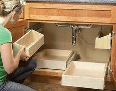 Gavetas deslizantes no gabinete do banheiro deixam tudo mais organizado