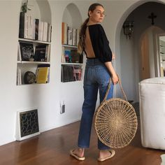 That basket bag ♥ Sissy Sainte-Marie Chacon ( Boho Fashion, Fashion Beauty, Fashion Outfits, Live Girls, Basket Bag, Spring Summer Fashion, Personal Style, Saints, Normcore