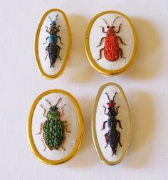 Broche Coléoptère Staphylinidae Broderie Bijou par BlueTerracotta
