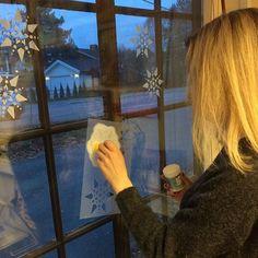 #windowsnow hos #hobbykunst brukes når vinduene til #hobbykunstnorge skal pyntes til jul
