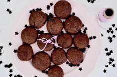 Hier findet ihr eine einfache Anleitung für Nutella Kekse aus nur 4 Zutaten. Die Kekse sind innerhalb von 20 Minuten fertig gebacken und schnell gemacht!
