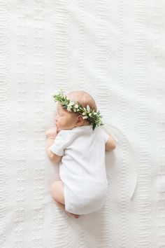 Elza Photographie Toronto baby photographer Bright and airy look newborn lifestyle photography flower crown