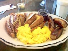 SCRAMBLED EGGS, TURKEY HAM, HASH BROWNS & SAUSAGES?!  THAT WAS WHAT I ATE THIS MORNING IN THE BREAKFAST!  BUENISIMO!  DELICIOUS!