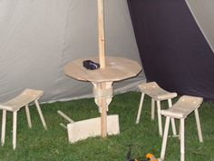table around the tent pole   some one is a smarty pants! Fab, simply fab!