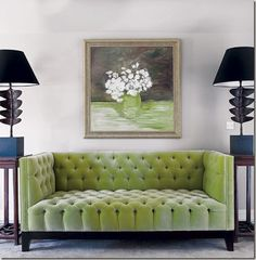The best interior design ideas for using Pantone's colour of Greenery in your home. This beautiful green velvet sofa is a real focal point in the room and adds colour and texture to a space. Read the full article for more easy ways to add some sprin Velvet Tufted Sofa, Green Velvet Sofa, Chesterfield Sofa, Upholstered Sofa, Tuffed Sofa, Sofa Sofa, Lounge Sofa, Free Interior Design, Home Interior