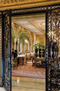 HIGH END RESTAURANTS | Le Cinq in Paris is one of the most sophisticated classic restaurants in the world | www.bocadolobo.com | #luxury