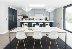 NEW ENGLAND CONTEMPORARY BRIEF Create a large open plan kitchen design and living space that incorporates the subtle architectural details and wide opening garden vista. Having a busy family put the demands on the kitchen every high with a grown up edge to