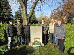 Seit vielen Jahren laden die Kirchgemeinde und der Heimatverein Wermsdorf anlässlich des Volkstrauertages zu einer kleinen gemeinsamen Veranstaltung auf dem Friedhof in Wermsdorf ein.
