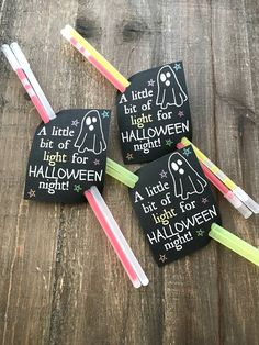 Halloween Glow Stick Tag - Glowstick Card Printable - Halloween Party Supplies - Glow Stick Printable - Printable Tag - Class Treat - 5001 Order on Oct 2019 Halloween Goodie Bags, Halloween Class Party, Halloween Treats For Kids, Halloween Party Supplies, Halloween Goodies, Halloween Gifts, Halloween Party Activities, Family Halloween, Halloween Night