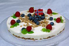 Med ønske om en kjempeflott mai feiring til dere alle! Cheesecake, Healthy Recipes, Healthy Food, Food And Drink, Snacks, Cookies, Baking, Desserts, Om