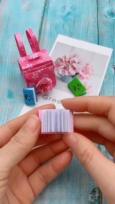 Mini book diy, so cute! 😉 - Informations About Mini book diy, so cute! 😉 Pin You can easily use my - Diy Crafts Hacks, Diy Crafts For Gifts, Diy Arts And Crafts, Creative Crafts, Fun Crafts, Book Crafts, Paper Crafts Origami, Paper Crafts For Kids, Instruções Origami