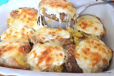 Cartofi copți și zdrobiți cu cașcaval și smântână - gratinați la cuptor   Savori Urbane Quick Meals, Mozzarella, Cauliflower, Dairy, Cheese, Vegetables, Cooking, Food, Fast Meals