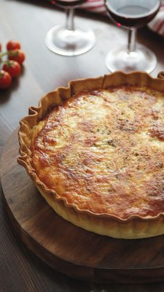 We've combined the best bit of a Pizza and a Quiche to bring you a cheese packet pastry you're sure to love. We've combined the best bit of a Pizza and a Quiche to bring you a cheese packet pastry you're sure to love. Pizza Quiche Recipe, Quiche Recipes, Pizza Recipes, Dinner Recipes, Cooking Recipes, Good Food, Yummy Food, Quiches, Healthy Foods