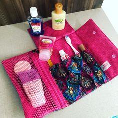 """Oficina do Patchwork no Instagram: """"Ótimo fim de semana para todos!!! Nosso kit higiene com esta linda estampa!!! Produto disponível ❣️ *$55,00 *Temos o projeto $25,00"""" Instagram, Nice Weekend, Sewing Ideas, Productivity, Log Projects, Block Prints, Scrappy Quilts, Bags"""