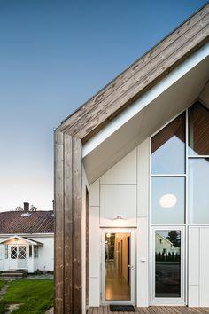 dezeen: Link Arkitektur extends Norwegian farmhouse with contemporary gabled structure