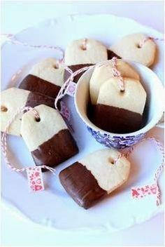 Chocolate-Dipped Tea Bag Cookies · how sweet! Macarons, Tea Bag Cookies, Sugar Cookies, Edible Crafts, Food Crafts, Chocolate Dipped Cookies, Christmas Tea, Family Christmas, Partys