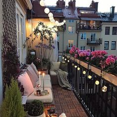With properties getting smaller terrace and balconies are becoming the new backyard. They dont have to be boring. Check out this beautifully designed balcony for some inspiration. If you need a balcony to decorate.... call me I can help you with that. 416.737.6999 . AlyshaMcLean.com #alyshamclean #alyshamcleanteam #alysha #realestate #house #home #move #moving #listingagent #buyeragent #follow #instafollow #followforfollow #ifb #followtrain #like #instalike #likeforfollow #markham…