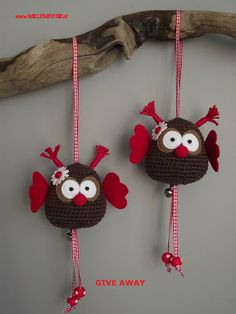 These owls are so cute. This blog has some of the best crocheted items.