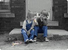 어린아이의 입장에서  달콤하고 맛있는 자신의 아이스크림을 자기가 먹기 전에 다른 아이에게 먼저   먹여줄 수 있을까? 라는 생각이 든다.