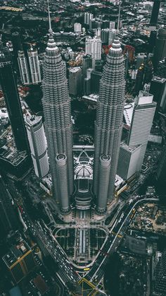 aerial photograph of Petronas Twin Tower Malaysia iPhone X Wallpapers Modern Architecture Design, Futuristic Architecture, Beautiful Architecture, Famous Buildings, Amazing Buildings, Twin Towers, Kuala Lampur, City Landscape, Building Design