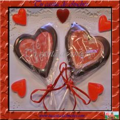 Piruletas corazón de chocolate con mensajes variados. Dulces y originales detalles en www.tucasitadechuches.com