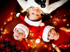 Christmas Photo Idea 50 ideas for family pictures, lots of different ideas for colours & outfits Christmas Photo card idea C. Sibling Christmas Pictures, Christmas Card Pictures, Xmas Photos, Family Christmas Pictures, Holiday Pictures, Christmas Photo Cards, Christmas Baby, Christmas Photography Kids, Sibling Photos