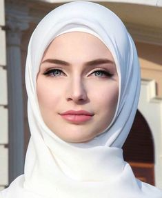 Pin by noor bassim on stuff to buy in 2019 beautiful muslim women, beautifu Beautiful Muslim Women, Beautiful Hijab, Beautiful Eyes, Beautiful People, Most Beautiful, Girl Hijab, Hijab Outfit, Hijab Mode, Hijab Makeup