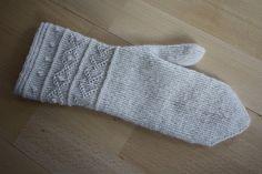 Twined Knitting Mitten