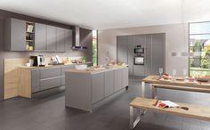 La tendance cette année est aux façades #mattes ! Dans cette #cuisine, on a opté pour du gris en harmonie subtile avec du #bois clair ! Vous aimez aussi !?