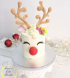 This is a definite must this year for Christmas! Dies ist ein absolutes Muss in diesem Jahr fü Christmas Deserts, Christmas Cake Decorations, Christmas Cupcakes, Holiday Cakes, Christmas Goodies, Holiday Treats, Christmas Birthday Cake, Reindeer Christmas, Reindeer Cakes