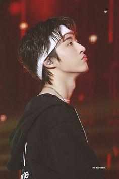 iKONICS will be your backbone Binnie, we will never leave you Kim Hanbin Ikon, Ikon Kpop, Ikon Leader, Ikon Debut, Ikon Wallpaper, Gothic Rock, Latest Albums, New Kids, Yg Entertainment