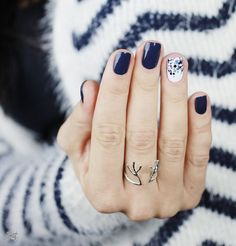 Let's look at the collection of cute, simple & easy winter nail art designs & ideas of You can try these winter nails on your own and it won't cost you much. Cute Nail Art Designs, Winter Nail Designs, Winter Nail Art, Winter Nails, Navy Nail Designs, Simple Nail Designs, Manicure Y Pedicure, Gel Nails, Nail Polish
