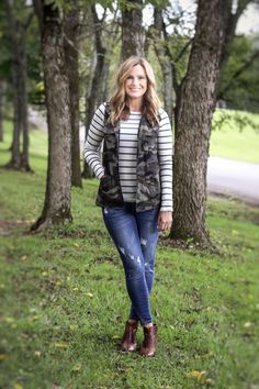 Camo vest for the win! Pair this camo vest with stripes and skinny jeans and you have the perfect fall outfit. #fallfashion #falltrend