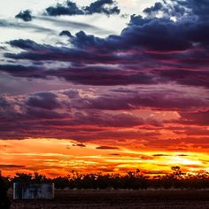 Nothing beats an Outback sunset. Clear Night Sky, Old Pub, Best Sunset, Stargazing, Night Skies, The Locals, Habitats, Places To See, Beats