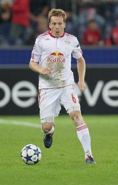 Christian+Schwegler+FC+Salzburg+v+Hapoel+Tel+JLg0YDLR59cl.jpg (378×594)