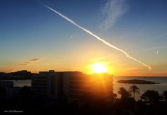 Cada rayo de sol ilumina tu camino, como cada una de las sonrisas iluminan tu vida... ❤️ disfruta y sonríe a este viernes, como si fuera el último!!  #asísí  Desde Ibiza y con amor...