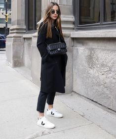 Strike a pose with our White Black. Made out of leather, jersey of organic cotton & of recycled polyester) and wild rubber… Winter Outfits, Casual Outfits, Fashion Outfits, Womens Fashion, Girly Outfits, Fashion Clothes, Sneaker Outfits Women, Tennis Shoes Outfit, All Black Outfit