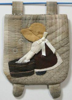 貝田明美 置物袋吊飾材料包/洗衣服的蘇姑娘_貝田明美的小錢包(小袋物)材料包 P系列_貝田明美的材料包_名師特區_麻雀屋手藝工坊 | 小蜜蜂手藝世界 | 就是拼布精品