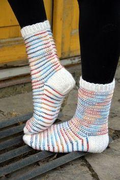 Pitkään on kudottavien listalla odottanut tämä hauska sukkamalli, johon voi käyttää joko langanjämiä mm. raitalangoista tai sitten pätkävä... Crochet Socks, Knitting Socks, Knit Crochet, Knit Socks, Warm Socks, Cool Socks, Men In Heels, Sock Shoes, Womens Slippers