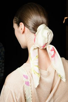 Quest'anno come userete la vostra bandana per capelli? Ecco 10 modi di gran moda che potremo realizzare tutte. Stile diva, hippy, rockabilly...scegliete voi