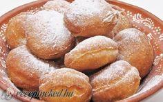 Výborné šišky z kyslej smotany, bez čakania a chutia miliónovo! Hungarian Recipes, Russian Recipes, Cake Recipes, Snack Recipes, Snacks, Sweet Cookies, Something Sweet, Fritters, Pretzel Bites
