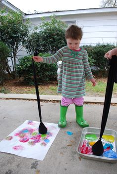 Yo-yo painting--this looks so fun, I want to do it myself! Fill a cut-off stocking with dry beans (I'll probably use rice, because that's what we have). Dip it in paint, then pretend it's a yo-yo and bounce it on a piece of paper. So fun!